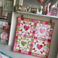 Mini Heart Wall Quilt - Free Pattern