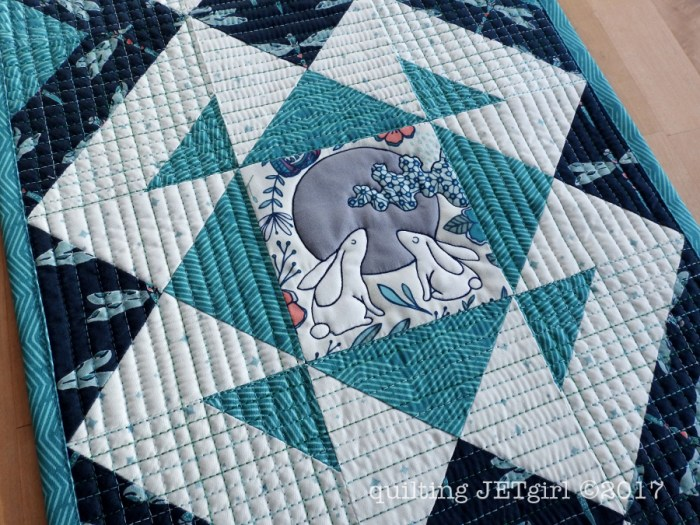 Jackknife Table Runner - Quilting Detail