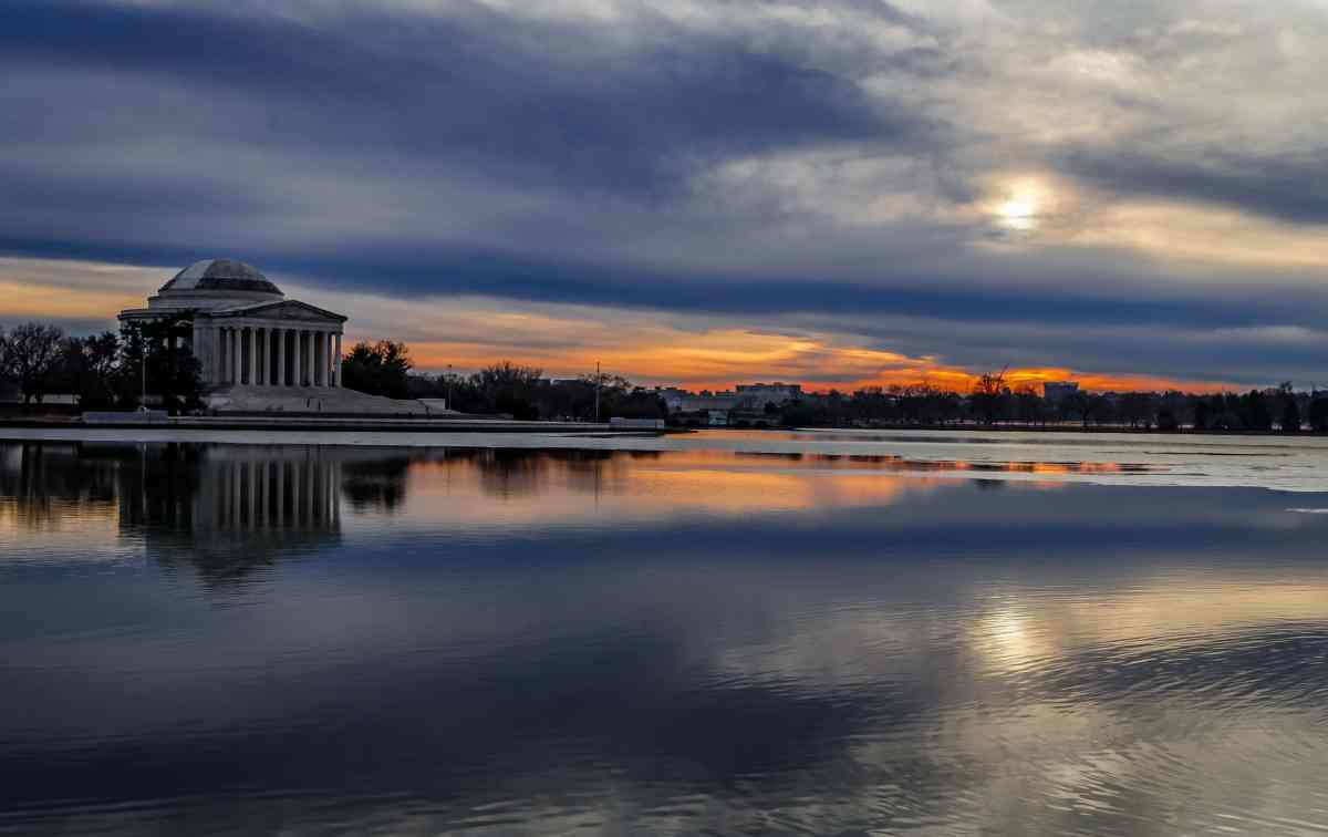 PhotoPOSTcard: Winter Sun Set Over the Jefferson Memorial