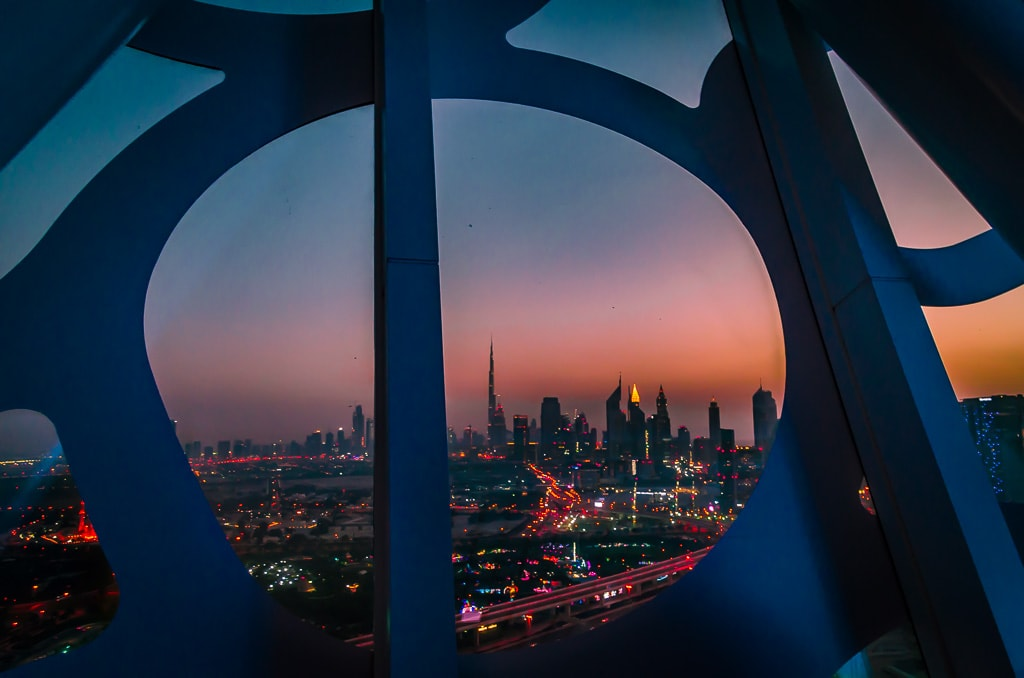 PhotoPOSTcard: A Frame on Downtown Dubai