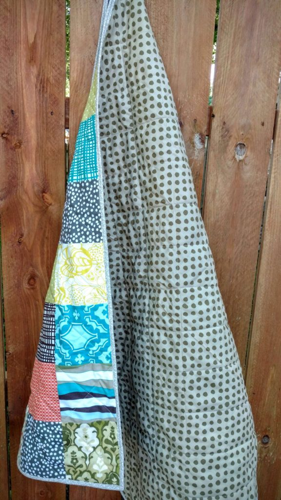 scrappy charm boy's quilt (1)