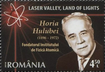 Sello postal de Horia Hulubei, quien afirmo descubrir el eka-cesio, que llamó moldavium, Rumania, 2016