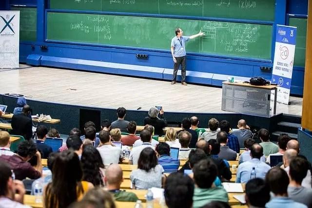 Las clases magistrales pueden ser una alternativa para algunas personas de aprender química fácil y sencillo