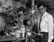 Albert Ghiorso, químico nuclear, gran contribuyente a la síntesis de elementos artificiales