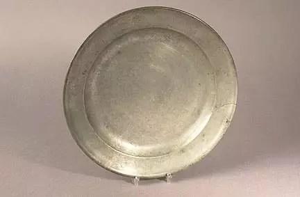 El peltre es una aleación compuesta por estaño, cobre, antimonio y plomo.