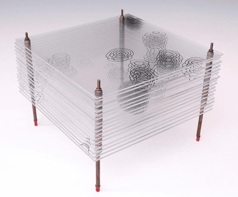 Modelo de un mapa tridimensional de parte de una de las sales de cristal de penicilina. Los contornos son líneas de densidad electrónica y muestran las posiciones de los átomos individuales en la estructura. El diagrama muestra dos vistas esquemáticas de la estructura. Basado en el trabajo de cristalografía de rayos X de Dorothy Hodgkin y Barbara Low (Oxford) y C.W. Bunn y A. Turner-Jones (I.C.I. División Alcalina, Northwich)