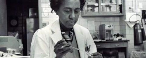 Marie Maynard Daly en el laboratorio