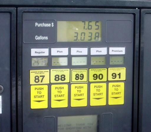 Surtidor de gasolina con diferentes opciones de octanaje de la gasolina, desde 87 hasta 91