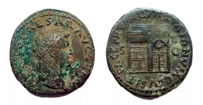 Moneda romana atacada por la enfermedad del bronce