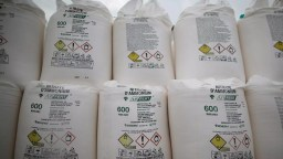 Bultos de nitrato de amonio para ser usado como fertilizante
