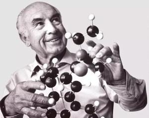 Albert Hofmann con un modelo de LSD