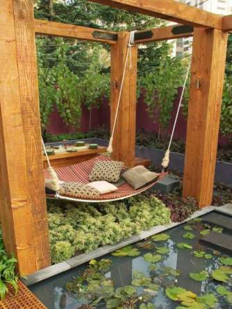 6x6 posts suspend an outdoor bed - quinju.com