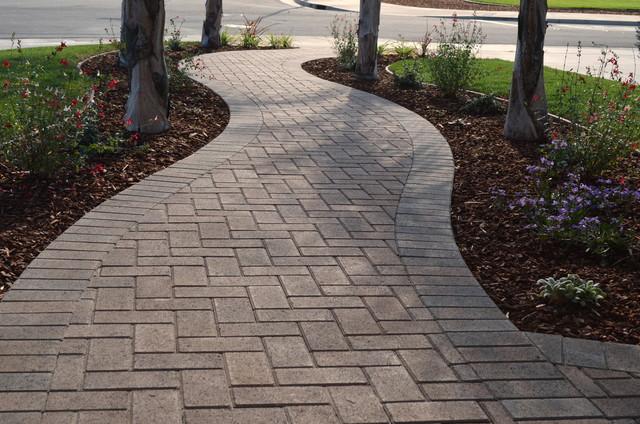 entrance pathway - interlocking pavers - quinju.com