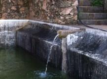 toevoer bron in waterbekken