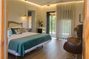 T204 - Suite King com Varanda e Banheira Freestanding de Imersão