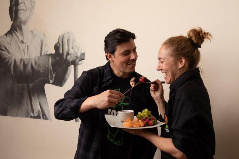 Nossa chef Gabriela e o sommelier Fabricio - celebre o Dia dos Namorados no Quintana em Curitiba!