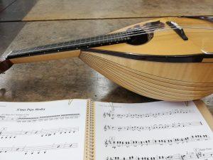 マンドリンと楽譜