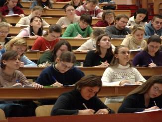 6 Alasan Kenapa Kamu Harus Ambil Kuliah Dibandingkan dengan Langsung Kerja!
