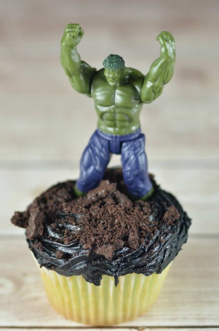 Love the Avengers? Have a great Avengers party with these Hulk Smash Cupcakes #avengersunite #ad