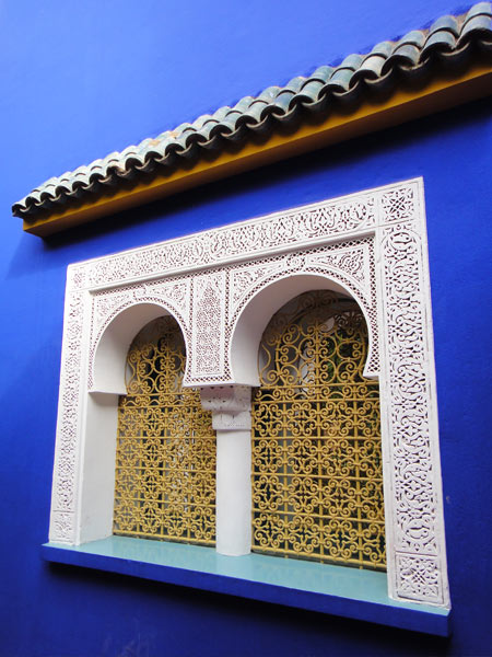 ornate-moroccan-window-majorelle-blue