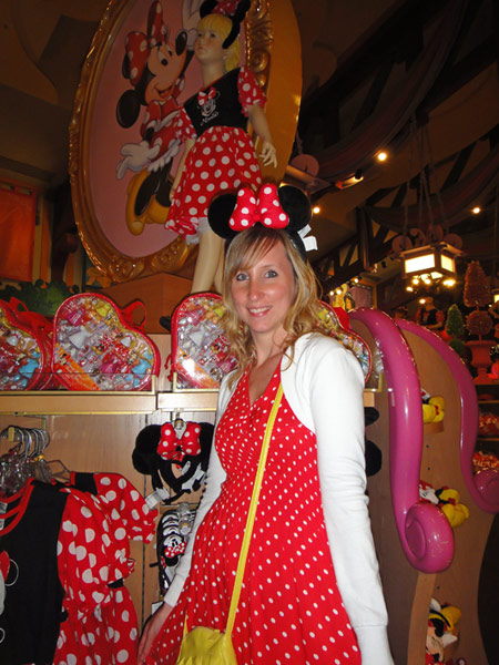 Taking my fashion cues from Minnie Mouse at the World of Disney Store in Orlando