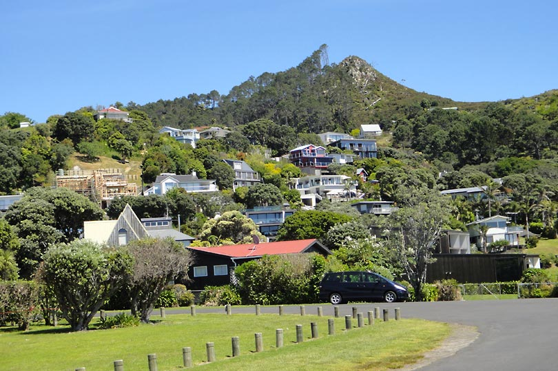 The picturesque settlement of Hahei in the Coromandel Peninsula of the North Island, New Zealand.