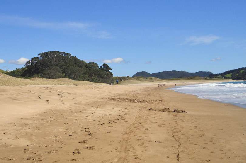 This is the half of Hot Water Beach that isn't full of tourists digging and lolling around in their beach spas.