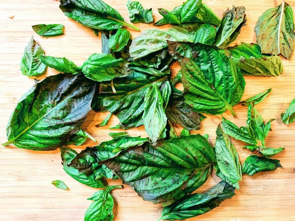 Chunky Basil Oil_herbs topview_1000px