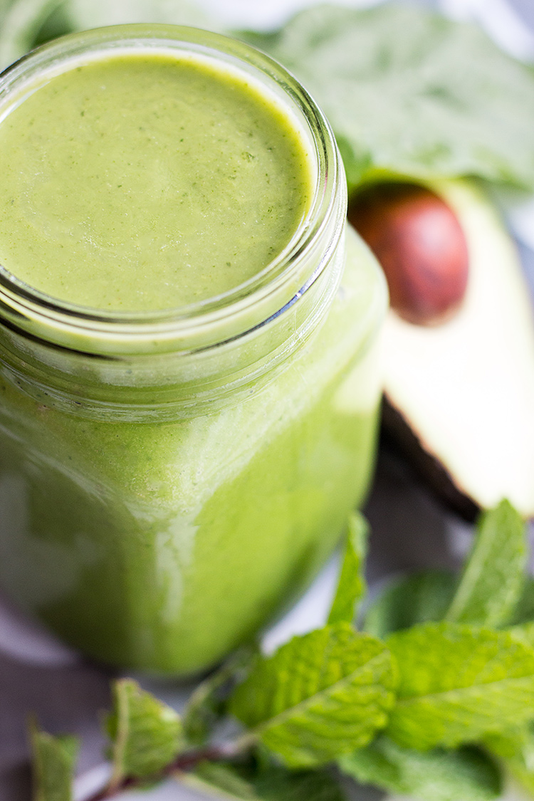 Avocado and mint green smoothie (vegan and gluten free).