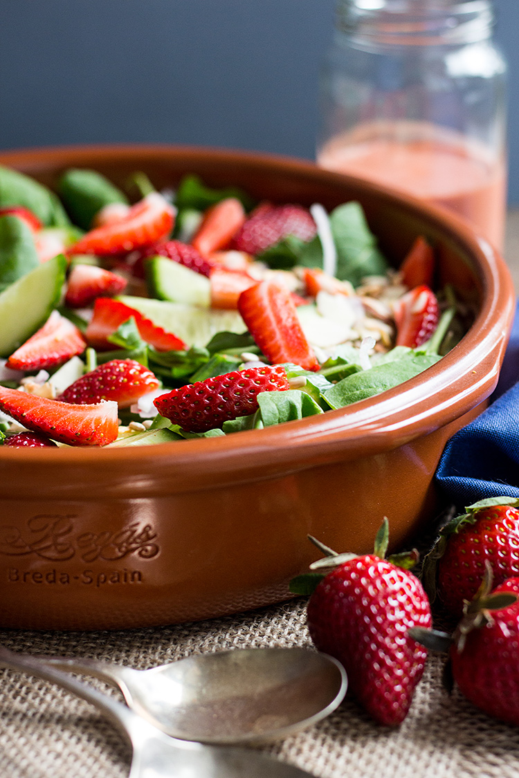 Rocket and strawberry salad with balsamic strawberry vinaigrette (vegan and gluten free).