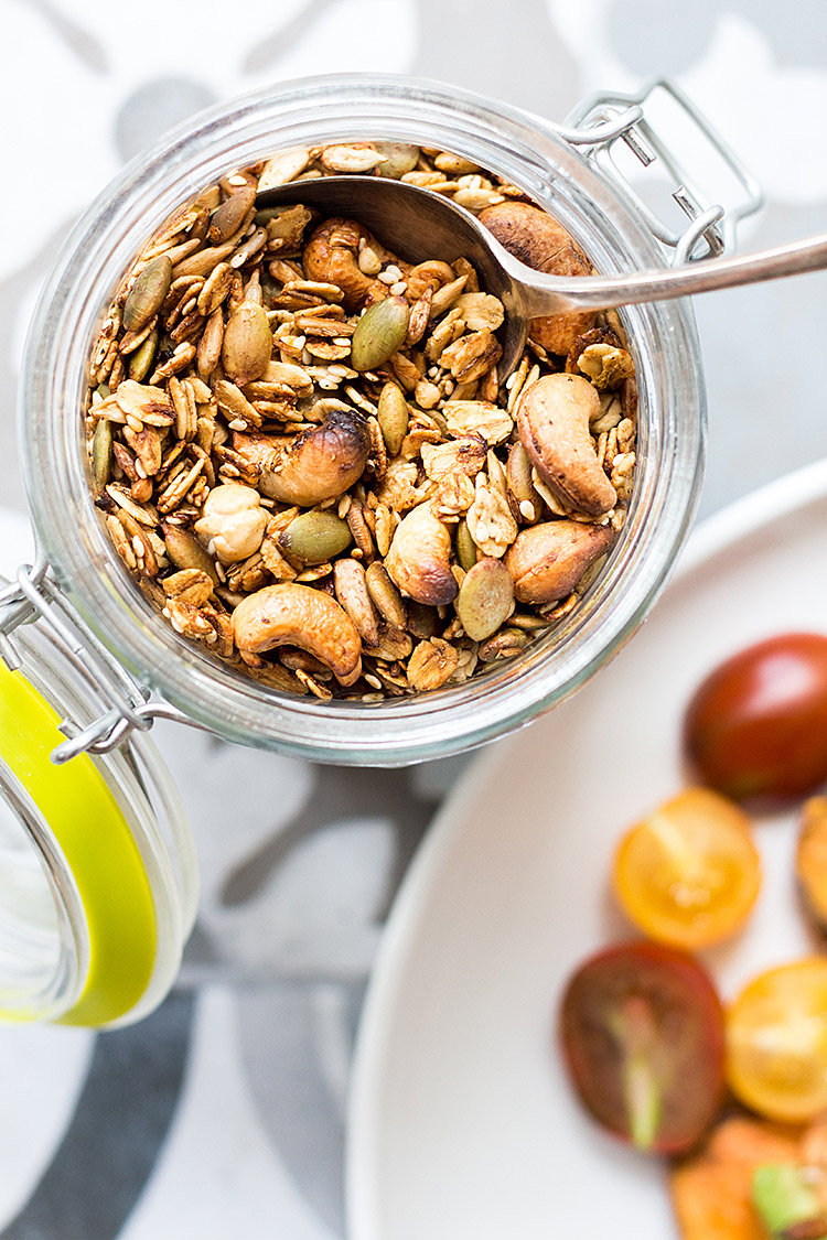 Savory granola with chilli and fennel (vegan and gluten free).