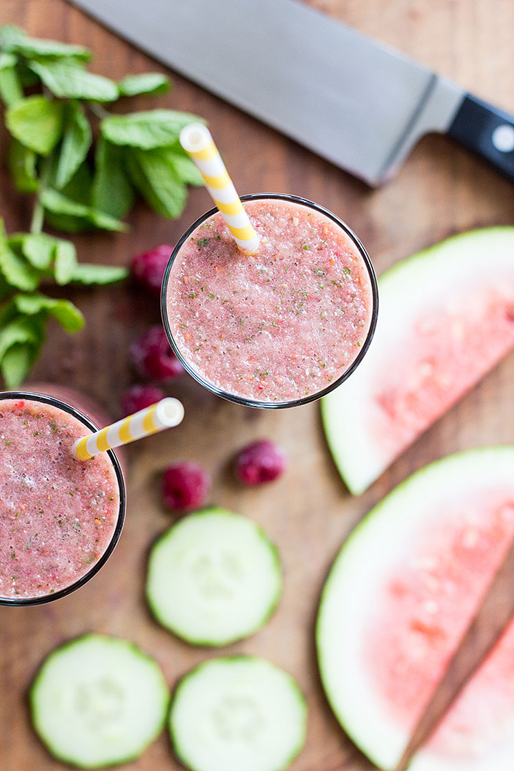 Hydrating watermelon, raspberry ande cucumber smoothie (vegan and gluten free).
