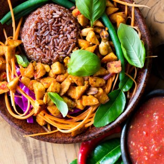 Bali bowl with tempeh, peanuts and tomato sambal (vegan and gluten free).