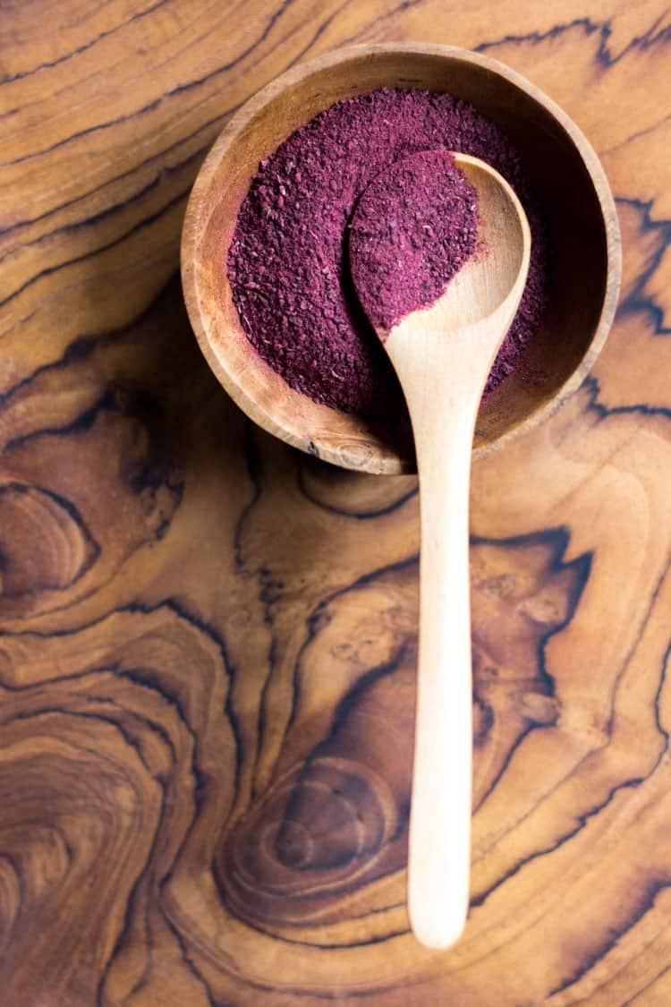 Raw beetroot powder.
