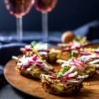Potato nests with radish, apple and beetroot (vegan and gluten free).