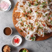 Rice paper crisps with Vietnamese inspired toppings