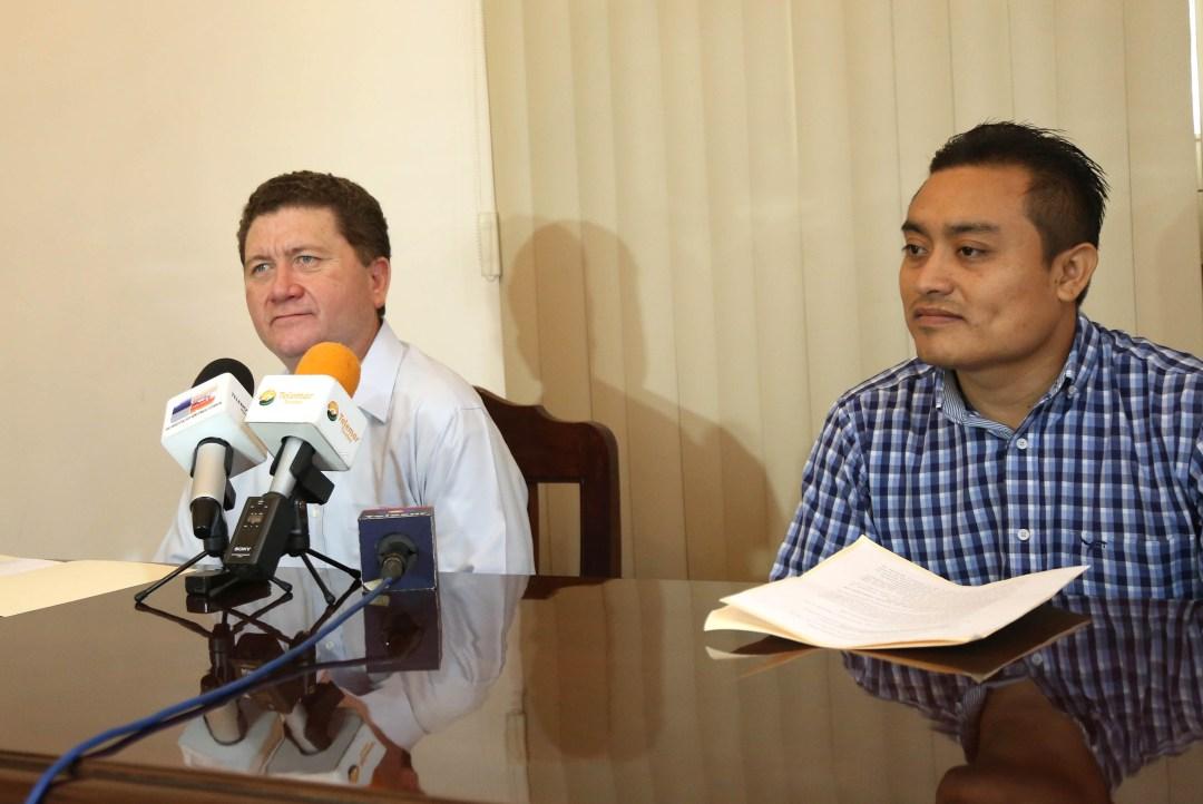 Tito Sánchez Camargo, jefe municipal de Reclutamiento y Mario Aragón Castillo subdirector operativo de Gobernación.