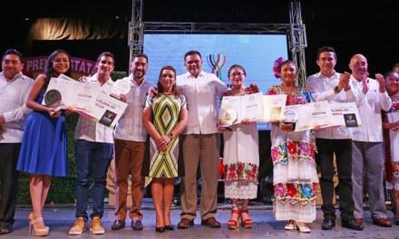 Reconocen trayectoria de jóvenes promesa de Yucatán