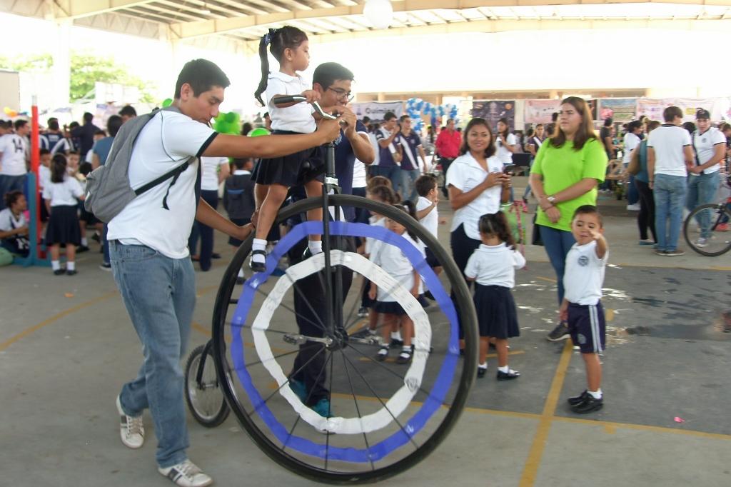 Proyecto: Bici de una llanta. Alumnos de 3° de Matemáticas