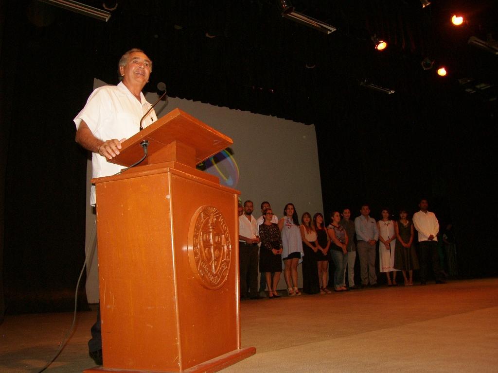 Rector Carlos Sauri
