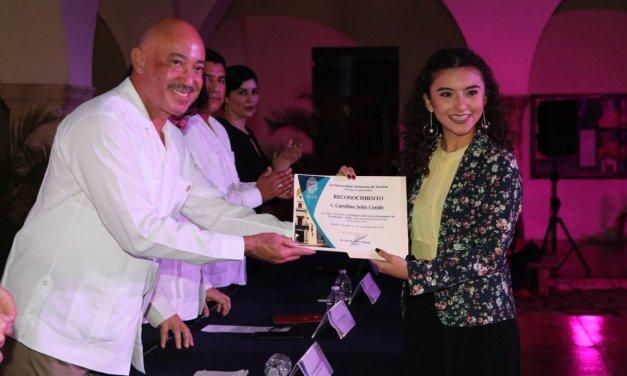 Egresados de la UADY reciben reconocimientos del Premio Ceneval al Desempeño de Excelencia – EGEL