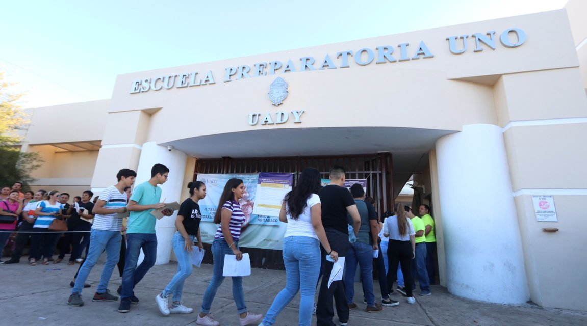 La UADY aplica la prueba Ceneval para ingreso a sus preparatorias