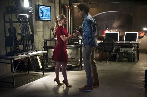 "Arrow — ""Restoration"" -- Image AR403A_0003b – Pictured (L-R): Emily Bett Rickards as Felicity Smoak and Echo Kellum as Curtis Holt-- Photo: Diyah Pera /The CW -- © 2015 The CW Network, LLC. All Rights Reserved."