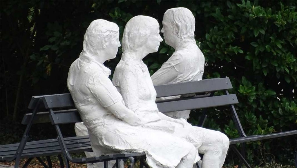 George Segal - Three Figures and four benches - Photo by Xzelenz Media