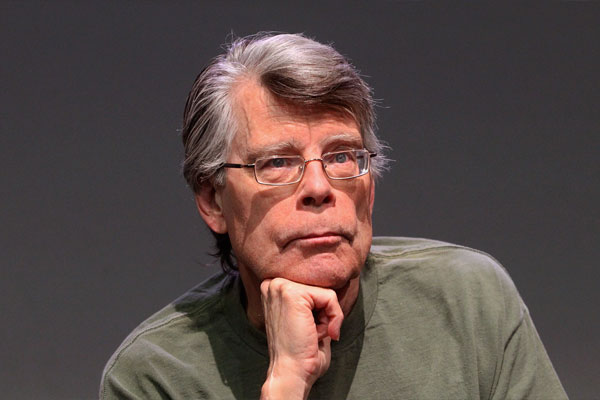 Quiagogo: Which is a novel by American author Stephen King?