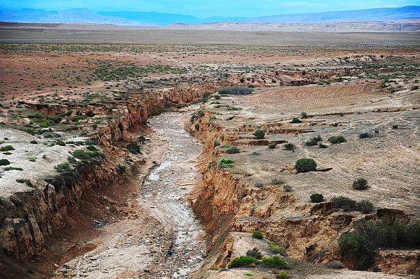 rio seco no deserto