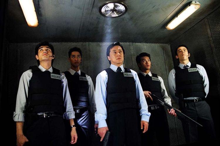 uma das melhores cenas do filme de Jackie Chan a hora do acerto