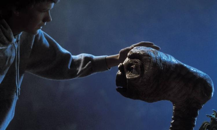 cena do filme ET. O Extraterrestre de 1982