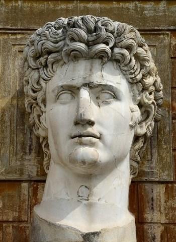 foto da estátua de Marco Antônio