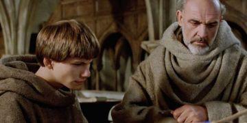 foto de uma das cenas do filme O nome da rosa